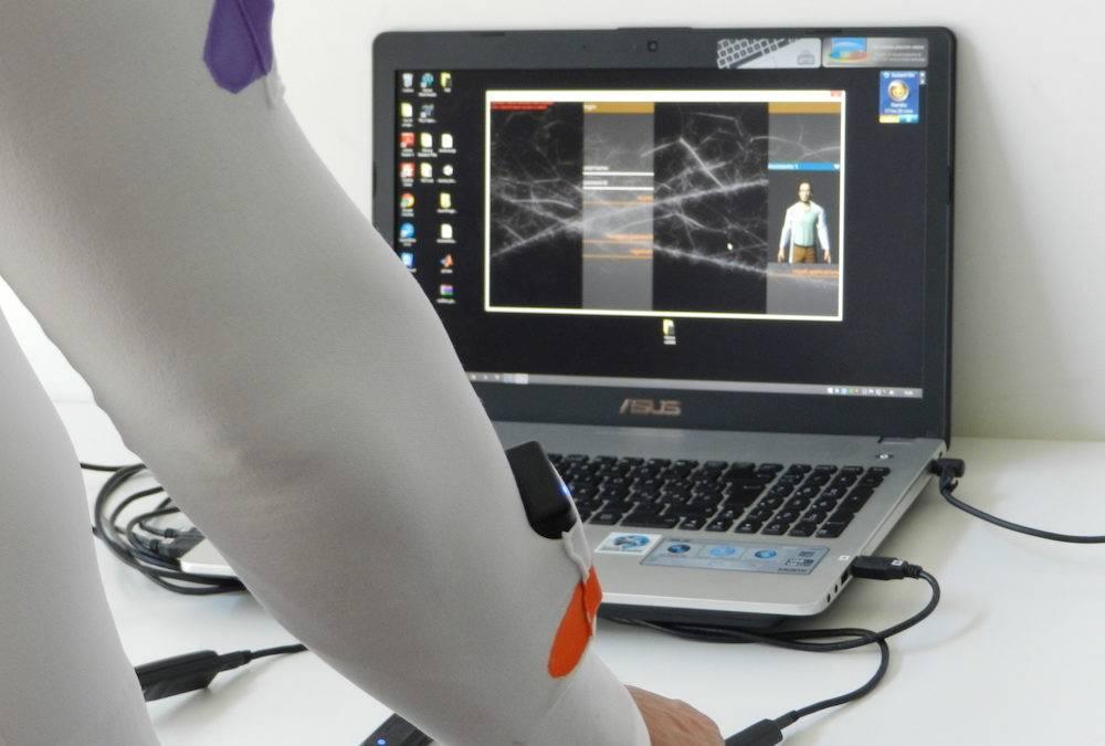 La maglietta a sensori corregge la fisioterapia se non è ben fatta